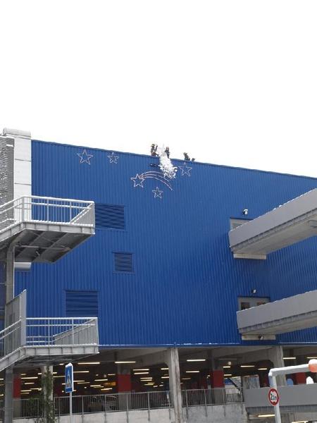 thw ov friedberg hessen dienstag 21 dezember 2010 259 thw helfer auf dem dach von ikea. Black Bedroom Furniture Sets. Home Design Ideas
